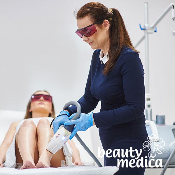 Zabieg depilacji laserowej pleców w gabinecie BeautyMedica w Toruniu