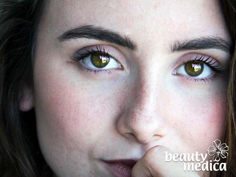 Zabiegi redukujące zmarszczki i cienie pod oczami.