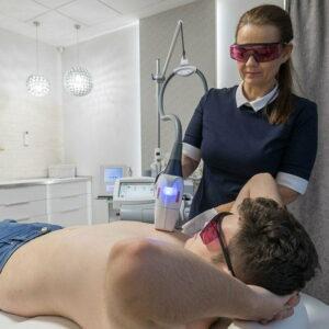 zabieg depilacji laserowej